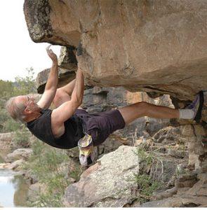 John Gill entrenado a sus 75 años