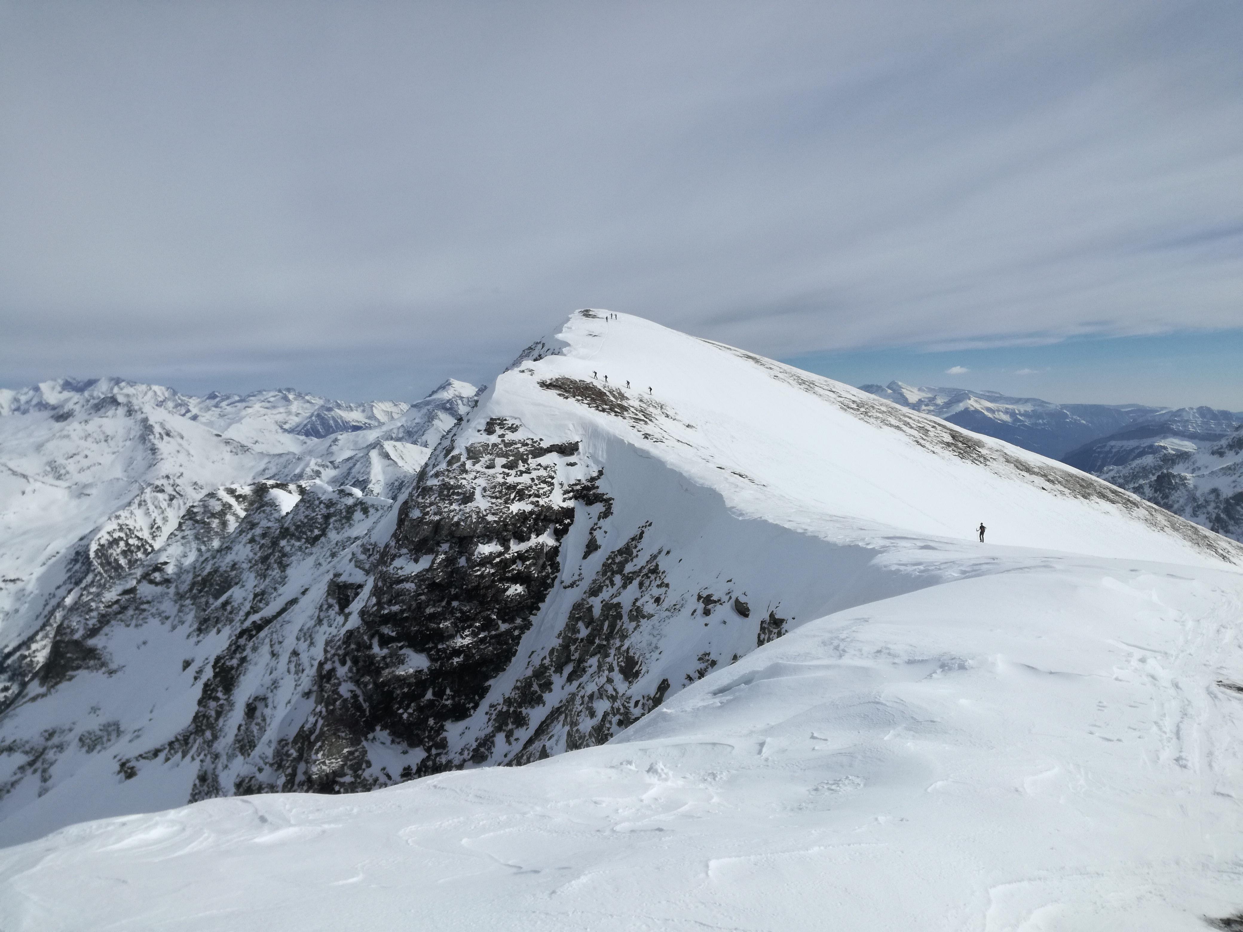 Pico Barrosa (2.762 mts) con esquís, desde Hospital de Parzán.