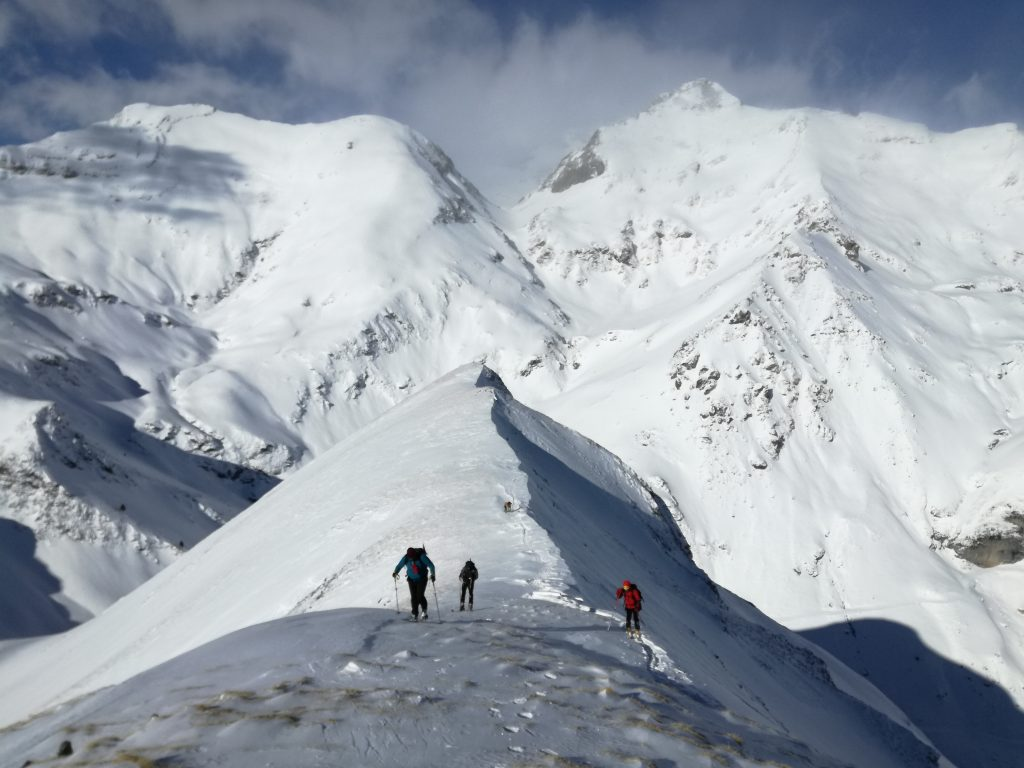 Circular al Comodoto (2.361mts.) con esquís. Valle de Pineta.