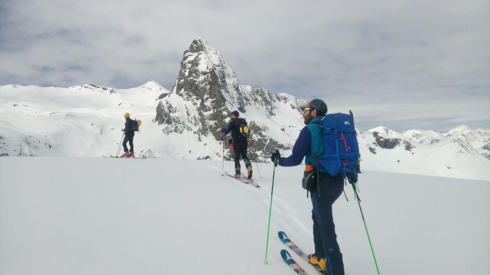 Vértice de Anayet (2.555mts) y Punta Espelunciecha (2.399mts) con esquís.
