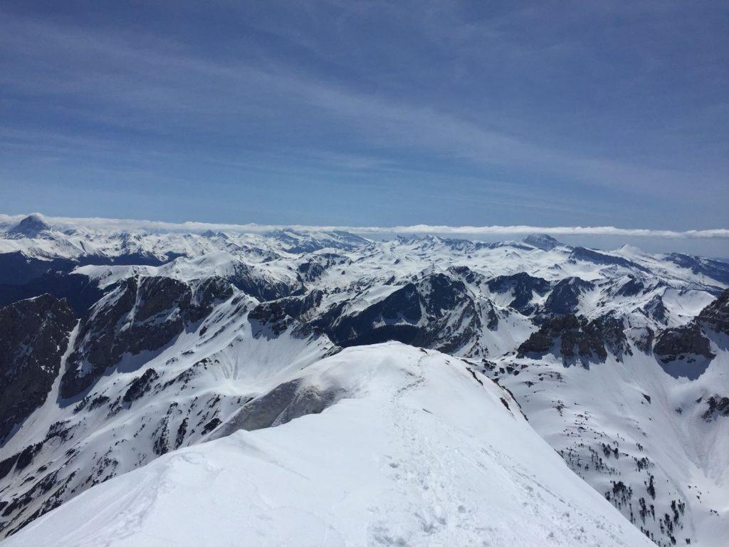 Pic d'Anie o Auñamendi (2.504mts) con esquís.