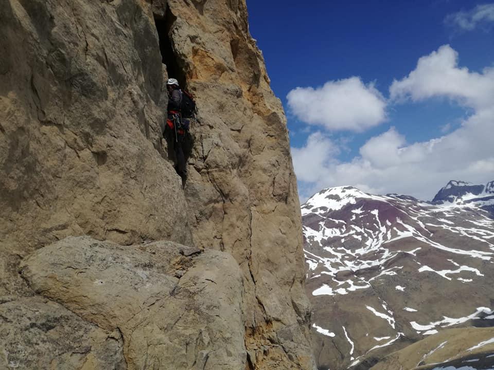 CAMPANAL DE IZAS (2.268m) Por la chimena SW y Arista  Norte (MD)
