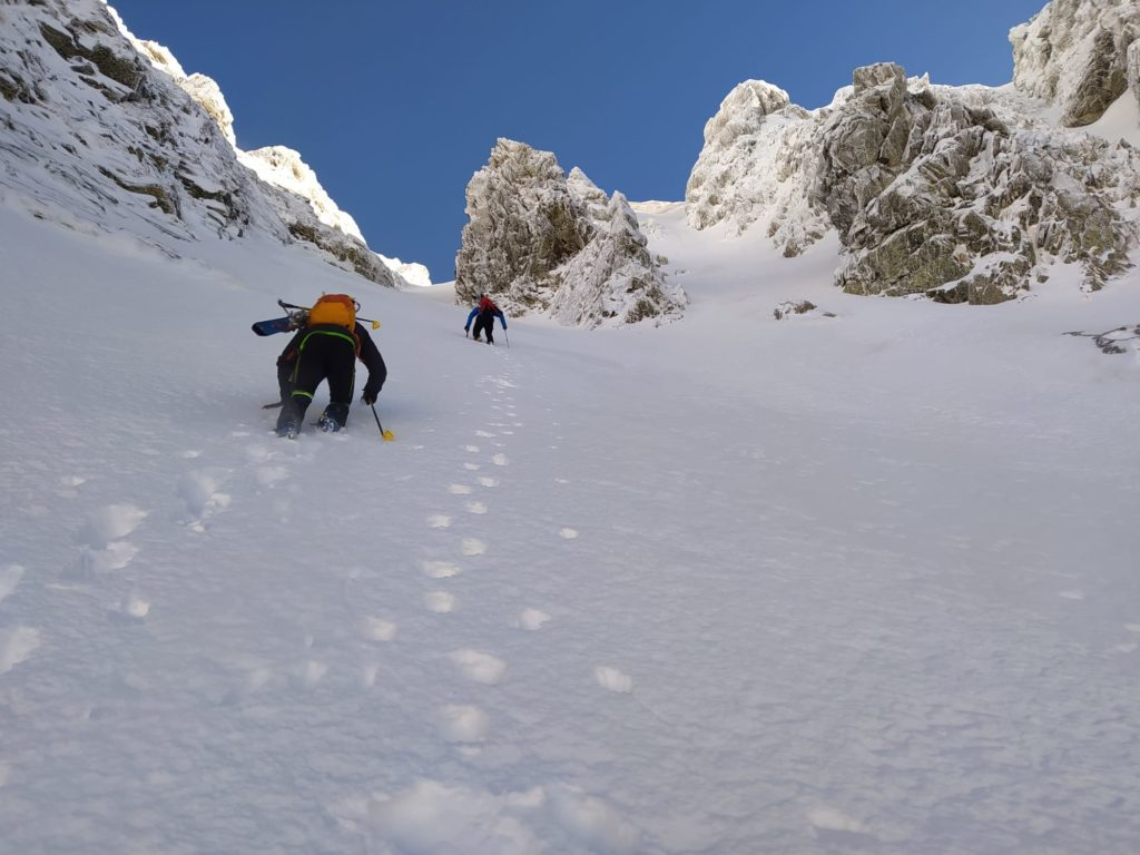 Corredor Central a La Montañeta (PD-50º-250 mts.) con esquís.